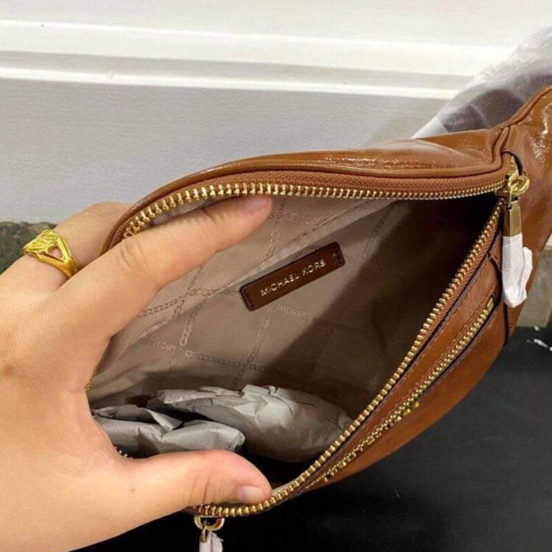 Túi bao tử MK Michael Kors da màu nâu