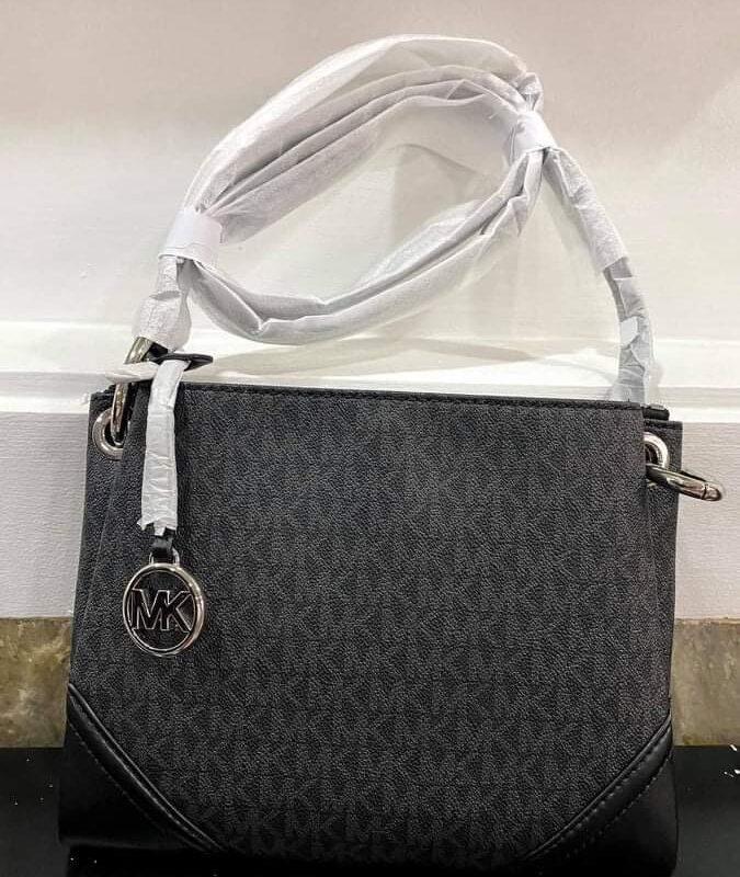 Túi xách MK Michael Kors black logo màu đen